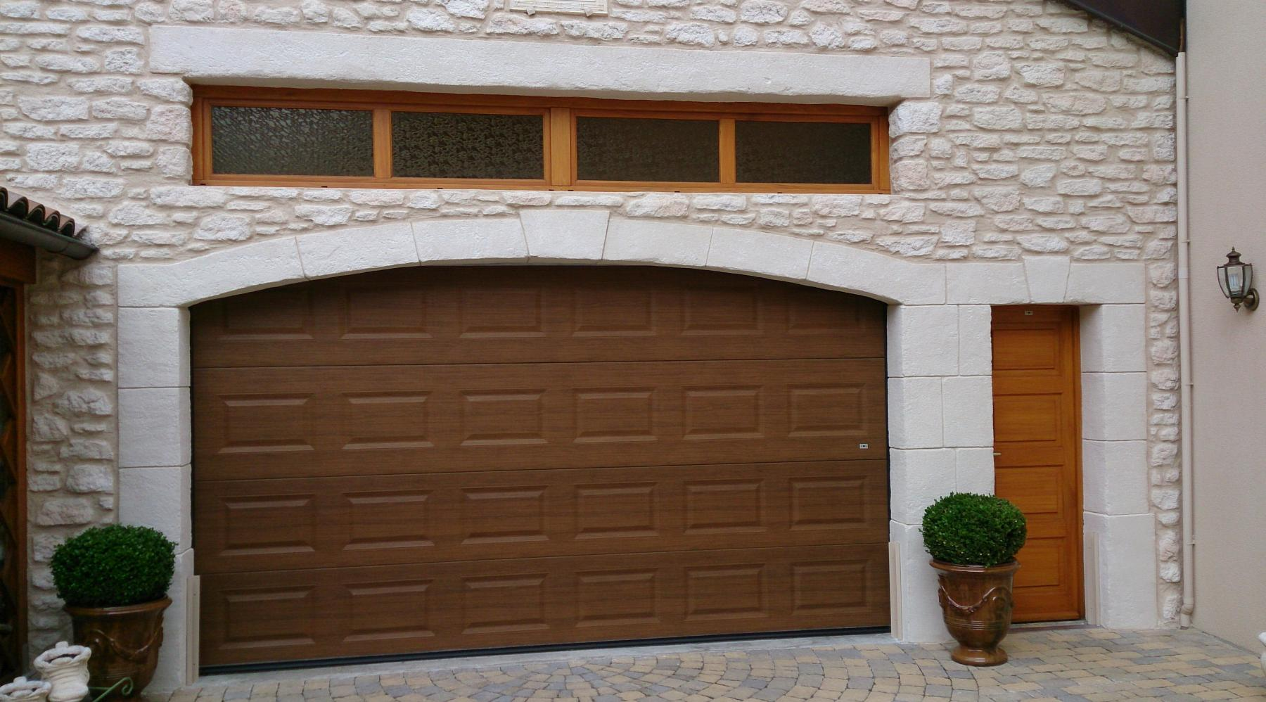 Porte garage sectionnelle maison design for Porte de garage en promotion