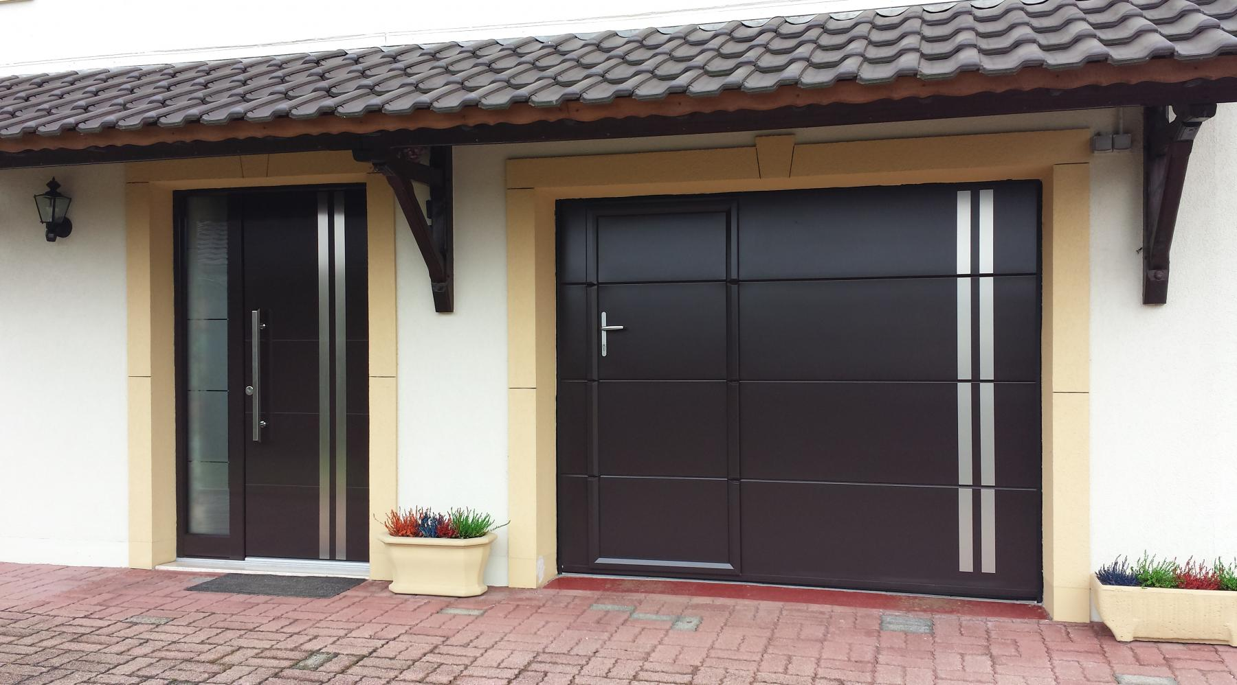 Galerie portes de garage weigerding for Porte de garage coulissante et porte a carreaux